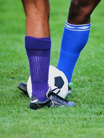 Nohy dvoch hráčov