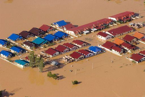 zaplavená vesnice ©EPA/GREENPEACE / VINAI DITHAJOHN