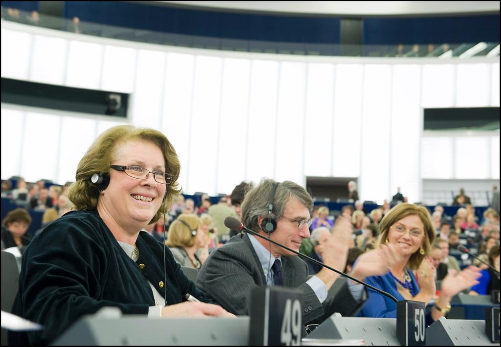 Rapporteur Catherine Trautmann (left) after the result (Photo: EuroParl Press Service)