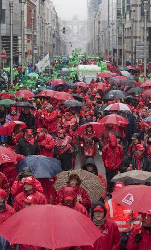 Εργαζόμενοι στην Opel διαδηλώνουν στις Βρυξέλλες