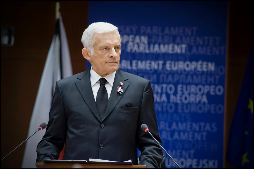 Jerzy Buzek leads the ceremony in Brussels today (Photo: European Parliament)
