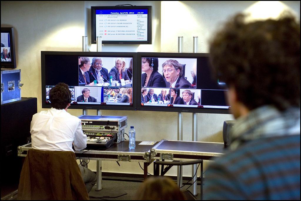 Ο Μπιλ Γκέιτς στην ολομέλεια του ΕΚ