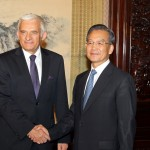 President Jerzy Buzek welcomed by Wen Jiabao, Premier of the State Council of the People's Republic of China (Beijing, 27/05/2010).
