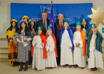 EP President Buzek meets with the Sternsingern Christmas Carol singers