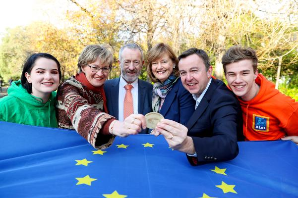 Foroige picture with MEPs Mairead McGuinness, Sean Kelly, Deirdre Clune and Brian Hayes
