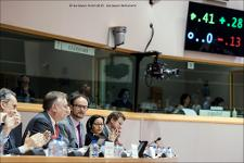 Rapporteur Bernd Lange (2nd on the left) and the final vote on screen on the draft report, providing guidelines to the current Transatlantic Trade and Investment Partnership (TTIP) negotiations.