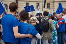 Picture of parents and a child with EU flag