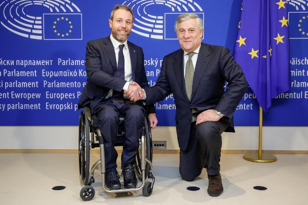 Bruxelles, 6 dicembre 2017. Andrea Stella, Presidente di WOW Wheels On Waves con il Presidente del PE, Antonio Tajani.