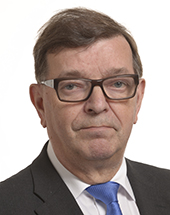 headshot of Paavo VÄYRYNEN