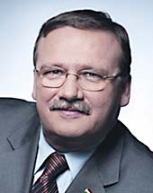 headshot of Csaba ŐRY