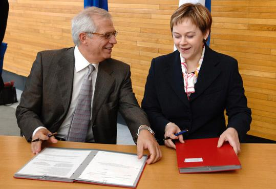 EP President Borrell and Finnish Minister of European Affairs Paula Lehtomäki for the Finnish Presidency