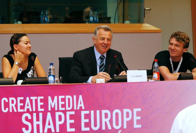 Young journalists either side of MEP Pál Schmitt