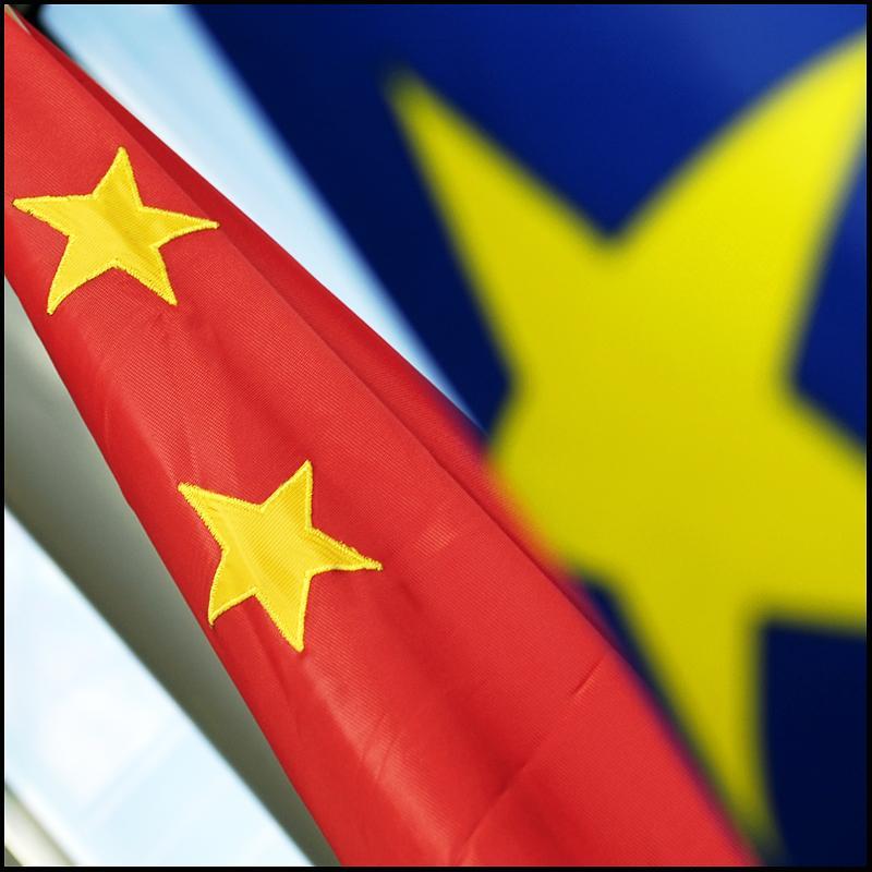 ES ir Kinijos vėliavos