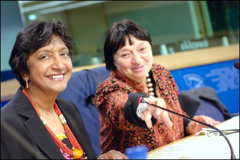Navanethem Pillay, (left) with EP VIce President Luisa Morgantini at a press conference, Brussels, 8 October