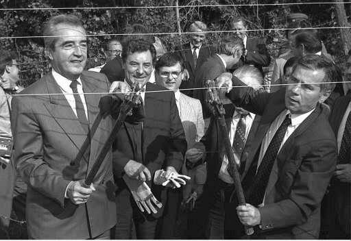 27 June 1989: The Foreign ministers of Austria, Alois Mock (L) and Hungary, Gyula Horn (R) cut through the barbed wire that separated the two countries, creating the first breach in the Iron Curtain. ©Belga/EPA/R.Jaegar