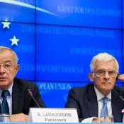 Leader of the Parliament's negotiating team: Alain Lamassoure MEP, head of Parliament's Budgets Committee, Jerzy Buzek, President of the European Parliament ©The Council of the European Union
