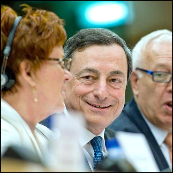 Mario Draghi face à la commission des affaires économiques et monétaires, le 14 juin 2011.