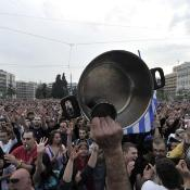 Demonstration May 27, 2011 in front of the Greek Parliament against a new austerity package©BELGA/AFP/A.Messinis