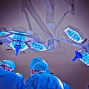 view of surgeons in an operating theatre ©BELGA/SCIENCE