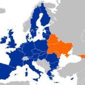 Östliga partnerskapet: (blått) EU-27 (orange) Armenien, Azerbajdzjan, Vitryssland, Georgien, Moldavien och Ukraina  ©Kolja21/Eurodialogue