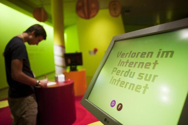 Ausstellung im Kommunikationsmuseum in Bern zu den Ge¨fahren eines unfreien Internets ©Belga/AFP/Sebastien Bozon
