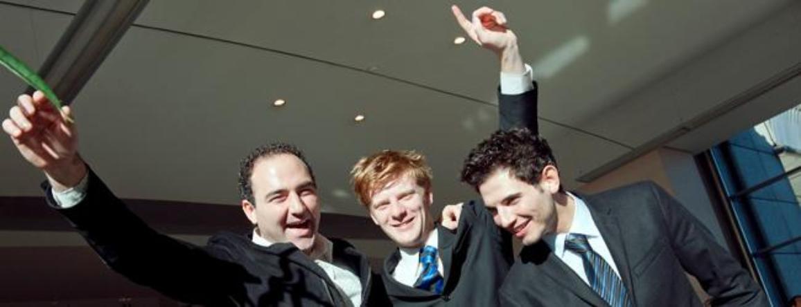 Od leve proti desni: Jose Manuel, Matthew in Konstantinos