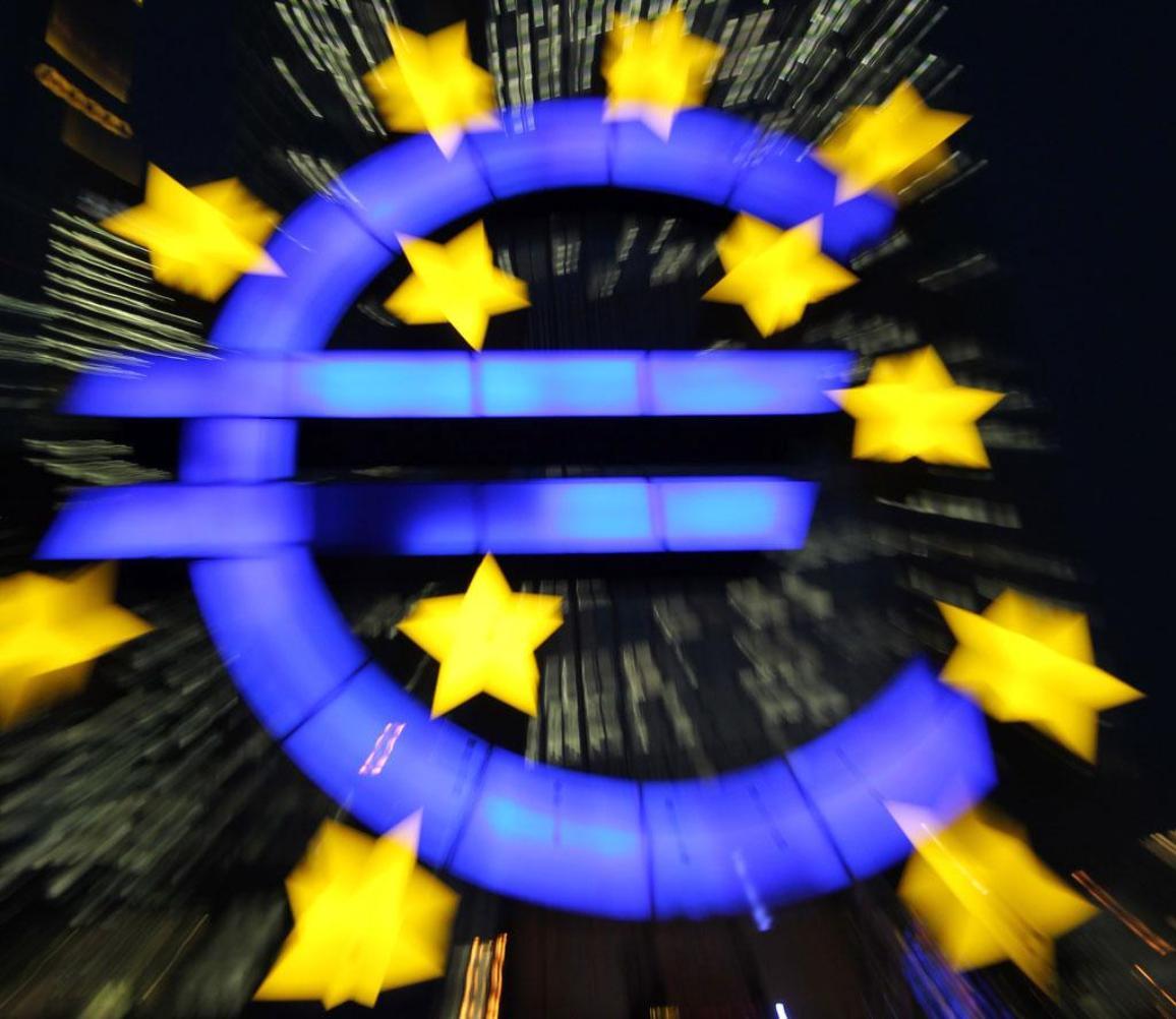 euro logo, in front of ECB in Frankfurt ©BELGA/AFP/D.Roland