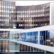 Ein Banner für den Sacharow-Preis 2011 an der Außenfassade des EU-Parlaments
