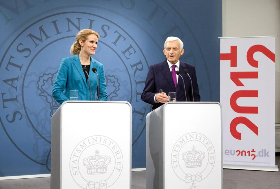 E-D: Helle Thorning-Schmidt, primeira-ministra dinamarquesa, e Jerzy Buzek, presidente do Parlamento Europeu©eu2012dk/Bjarke Orsted