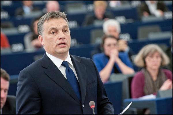 Unkarin pääministeri Victor Orbán täysistuntokeskustelussa