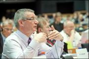 David Martin, comisarul De Gucht și eurodeputați în cadrul seminarului
