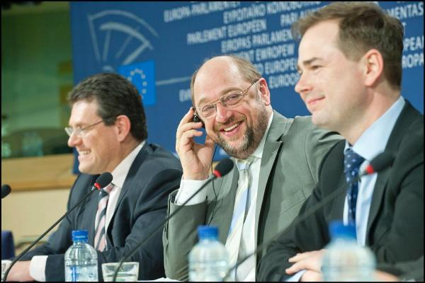 Schulz pressikonverentsil
