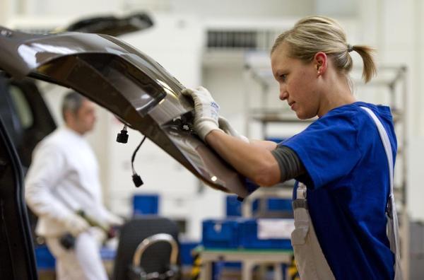 """""""Volkswagen"""" rūpnīca Volfsburgā, Vācijā. ©AFP/ANDERSEN"""