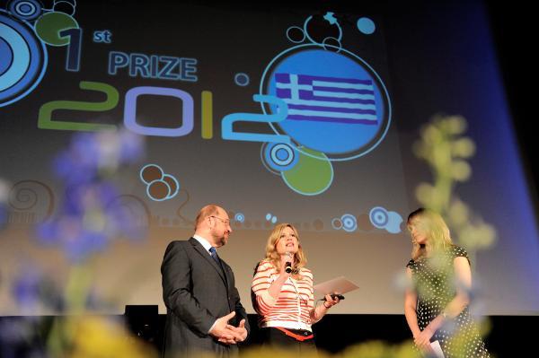Remise du Prix Charlemagne pour la jeunesse 2012 (avec Martin Schulz à gauche) © European Union 2012 - European Parliament
