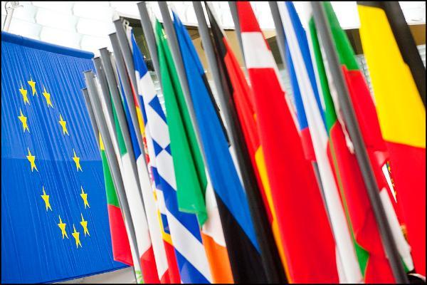 Οι σημαίες των εθνών στο ημικύκλιο του Στρασβούργου
