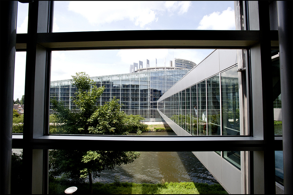 Deputaţii europeni se reunesc la Strasbourg