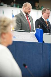 A minute's silence was held at the opening of the September plenary in memory of late MEPs Jiří Havel, Edith Mastenbroek, Alex Falconer and Paddy Lane, and for Sakharov Prize winner Oswaldo Paya
