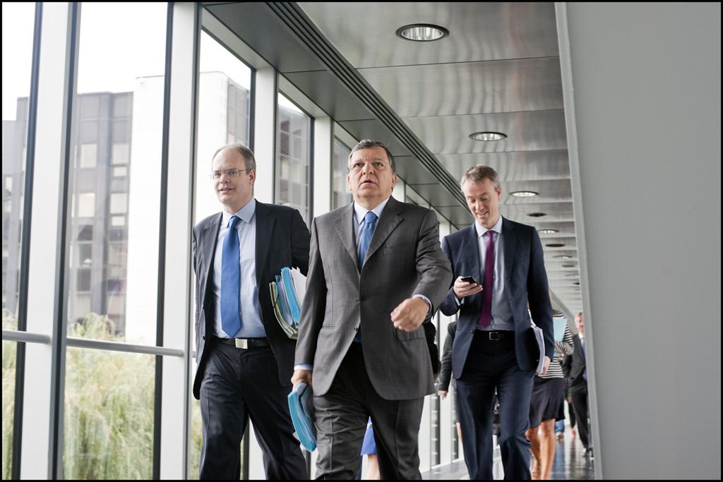 Președintele Comisiei Europene, José Manuel Barroso, în drum spre aula Parlamentului European