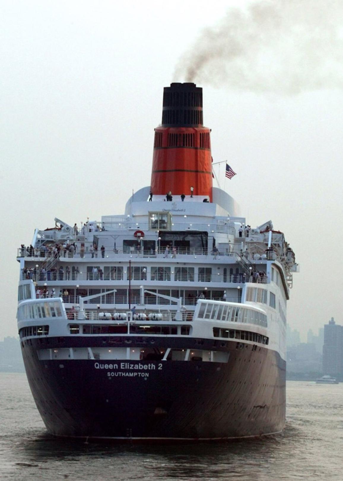 Vasul de croazieră Queen Elizabeth 2 © BELGA_DPA_Harry Melchert