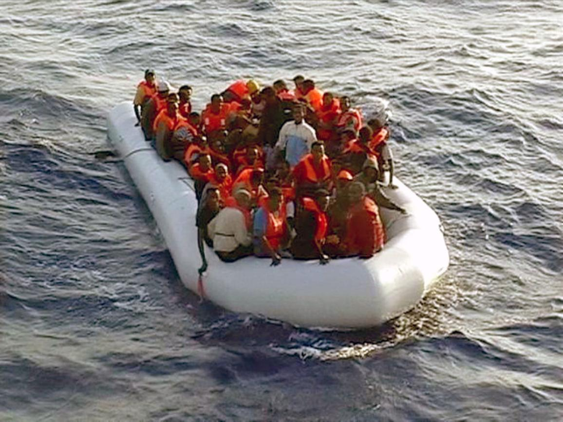 Migrants on a rubber dinghy after the dinghy carrying about 50 migrants was brought in at dawn 25 August 2009 by an Italian Financial Police (Guardia di Finanza, GDF) patrol boat about 10 miles south of Lampedusa. © BELGA_ITALIAN FINANCIAL POLICE