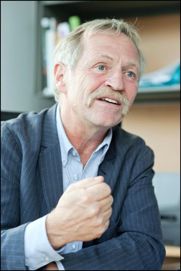 Photo de José Bové dans son bureau à Bruxelles, lors de notre interview le 18 septembre 2012.