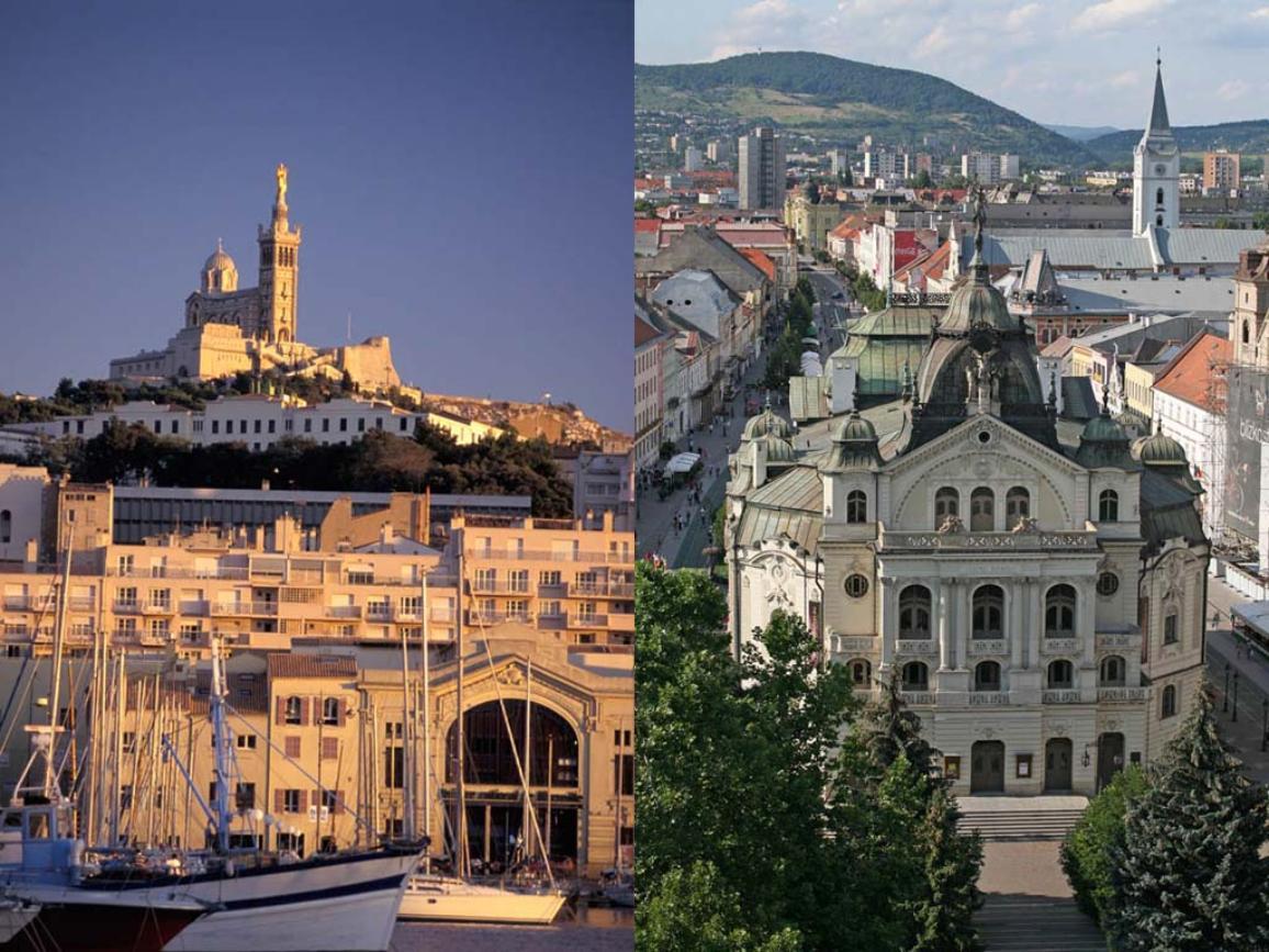 A gauche: Notre Dame de la Garde et le port de Marseille au coucher du soleil. A droite: Košice, Slovaquie.
