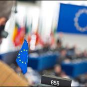 Drapeau européen dans l'hémicycle
