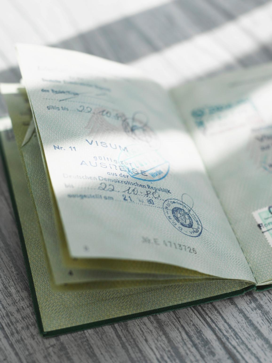 Instantánea de un pasaporte sellado. © BELGA_WESTEND61