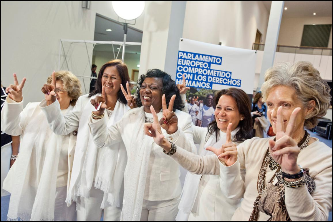 """Damas de Blanco"" doing the sign of ""Libertad y Victoria"" (Freedom and Victory)"