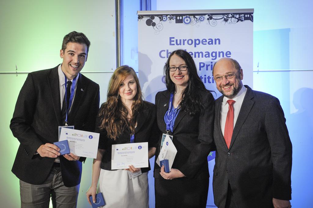 Cei trei câștigători și președintele PE Martin Schulz