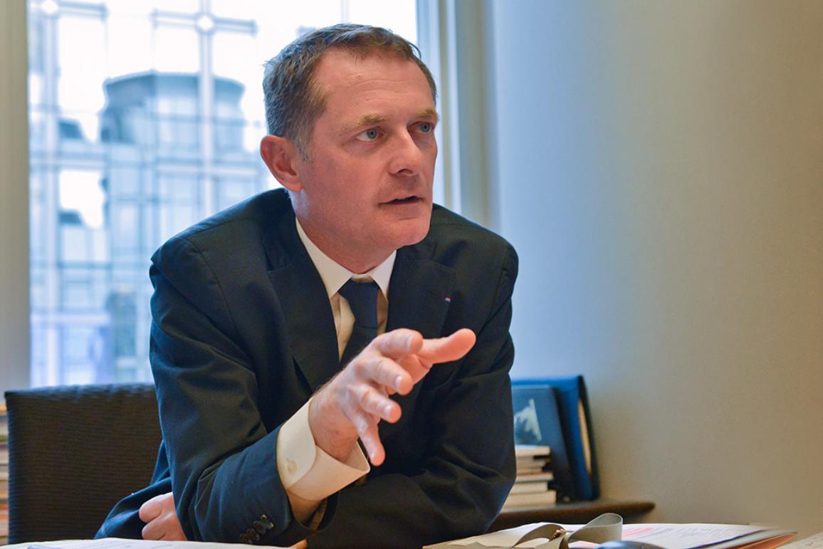 Photo du député français Philippe Juvin lors de notre interview sur les règles de concession