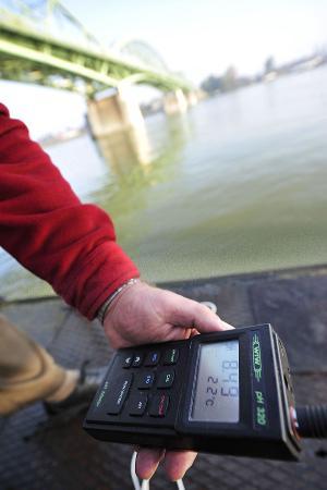 Water pollution test - ©BELGA/AFP/A._KISBENEDEK