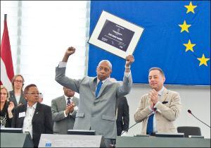Guillermo Fariñas collects 2010 Sakharov Prize
