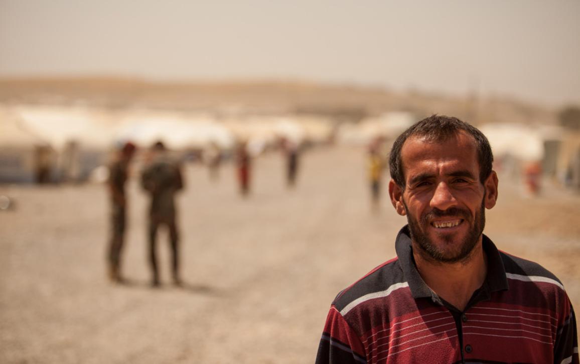 Photo d'un Syrien près d'un camp de réfugiés